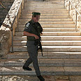 Border guard at Cave of Patriarchs Photo: Gil Yohanan