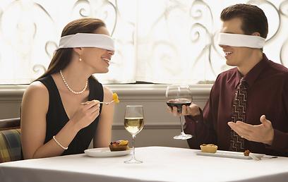שחקו עם החושים שלכם ונסו להתאהב מחדש בבני הזוג (צילום: shutterstock)