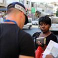Police, migrant in Tel Aviv Photo: EPA