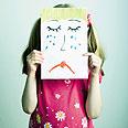 תהליכי אימוץ. הצילום עלול לפגוע בילדה צילום:  Shutterstock