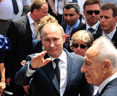 פוטין ופרס בנתניה (צילום: EPA)