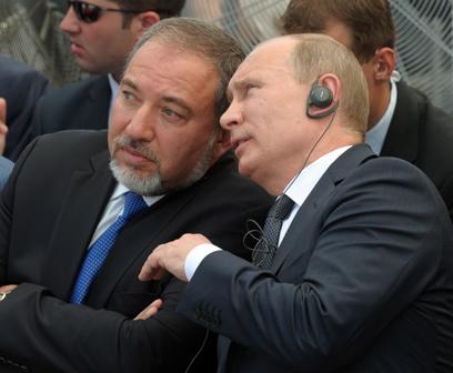 """""""אני משוכנע ששיתוף פעולה בין רוסיה לישראל יתפתח גם בהמשך"""". פוטין וליברמן  (צילום: אבי אוחיון, לע""""מ)"""