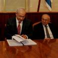 Netanyahu with Levy Photo: Amos Ben-Gershom, GPO