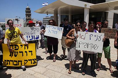 משמרת מחאה למען סילמן בחיפה (צילום: אבישג שאר-ישוב)