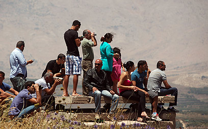 Druze watch fighting across border (Photo: EPA)