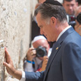 Romney at Western Wall Photo: Ohad Zwigenberg