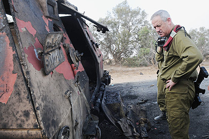 "IDF chief Gantz near armored vehicle (Photo: IDF) (צילום: דובר צה""ל)"