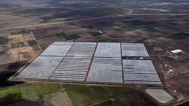מתקן תרמו סולארי של סימנס בספרד. הידע: ישראלי (צילום: Siemens Concentrated Solar Power Ltd)