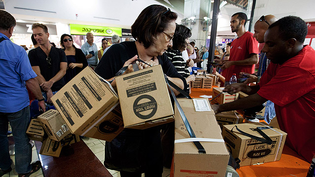 Self-fulfilling prophecy? Gas mask distribution center (Photo: EPA)