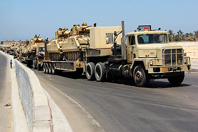 Egyptian army deploys forces in El-Arish (Photo: AP)