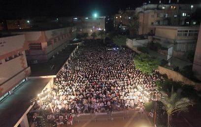 """אלפי נשים באו """"לטפוח לעצמן על השכם"""" (צילום: מאיר אלפסי, כיכר השבת)"""
