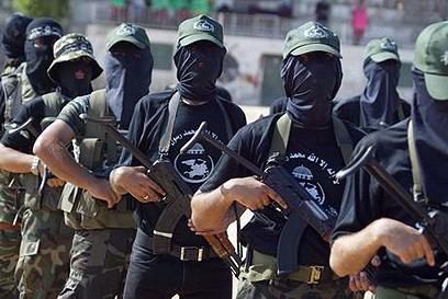 """פעילי הארגון התאמנו """"על רטוב"""" בירי נ""""ט ()"""