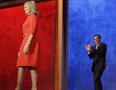 הרפובליקני זקוק ל-270 אלקטורים כדי לזכות בנשיאות. הזוג רומני בטמפה, פלורידה                           (צילום: AP)