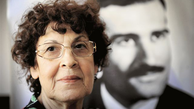 Eli Cohen's widow, Nadia Cohen, with a photograph of her husband. (Photo: Kobi Koankas)