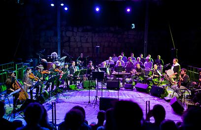 תזמורת ירושלים בחצר הדרמטית שבלב מגדל דוד  (צילום: שניר קציר)