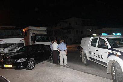המשטרה חוקרת את נסיבות הירי. כפר קאסם, הערב (צילום: מוסטפא סרסור)