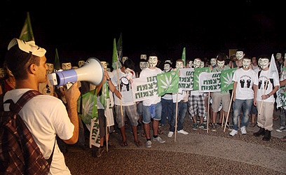 Tel Aviv rally calling to legalize marijuana (Photo: Moti Kimchi)