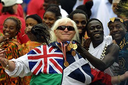סאביל בחגיגות יובל הזהב למלכה. רץ למען גיוס כספים לצדקה (צילום: AFP)