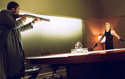 טיילר פרי ומת'יו פוקס. מי יורה במי? (צילום: MCT)