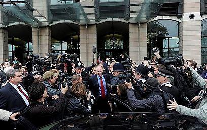כתבים עטים על אנטוויסל. תקופה סוערת ב-BBC (צילום: EPA)