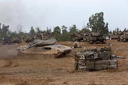 IDF tanks near Gaza border (Photo: Reuters)