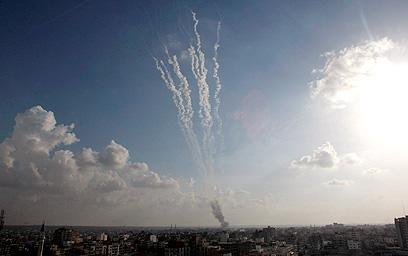 רקטות מעזה. ארגונים ברצועה עלולים לטרפד את המשא ומתן (צילום:AP)