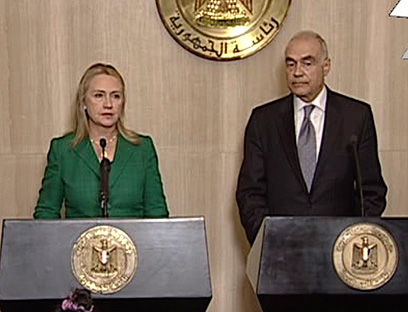 Clinton, Egyptian FM announce truce (Photo: AP)