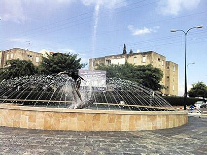 הפסל ביהוד. בקרוב יוצב בכיכר גולש, בלחץ הדתיים (צילום: תומי הרפז)