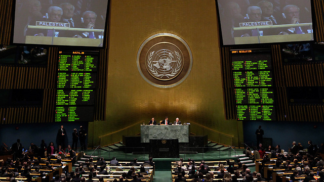 UN General Assembly votes on accepting Palestine as 'non-member observer state' in November 2012 (Photo: AP)