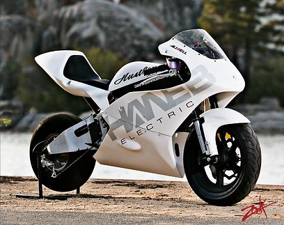 נראים כמו אופנוע - אבל אלו בעצם אופניים. בערך ()