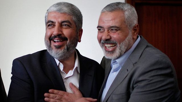 Hamas leaders Khaled Meshal and Ismail Haniyeh meeting in Gaza. (Photo: Reuters)
