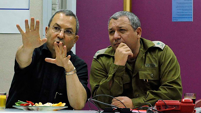 Wasn't afraid to disagree with his commanders: Eizenkot with former defense minister Ehud Barak (Photo: Ariel Hermoni, Defense Ministry)