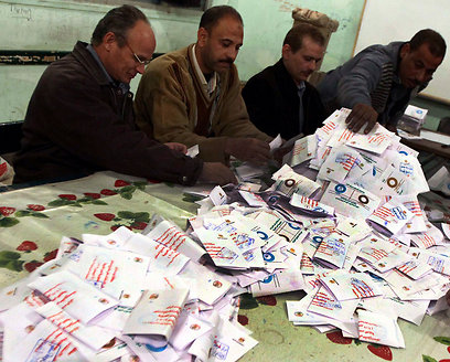 Tallying the votes in Egypt (Photo: Reuters)