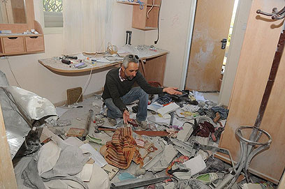 Beersheba home hit by Gaza rocket (Photo: Herzl Yosef)