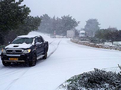 """שלג בקיבוץ סאסא בצפון, הבוקר (צילום: אחיה ראב""""ד)"""
