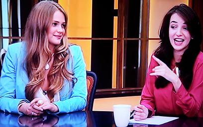 יש אורחת. אסתי גינזבורג ולוסי אהריש (צילום: ערוץ 2)