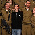 Shalit shows appreciation Photo: Sasson Tiram