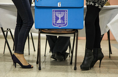 Election workers set up ballot box in Haifa (Photo: Avishag Shaar-Yashuv)
