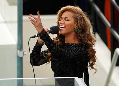 ביונסה שרה את ההמנון האמריקני (צילום: רויטרס)