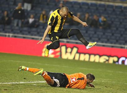 ערן לוי מכניע את שאבד בפעם השנייה במשחק (צילום: ראובן שוורץ)