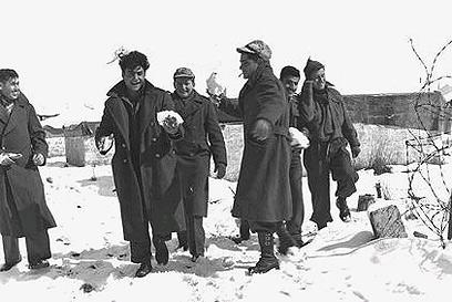 שלג גם במחנה צבאי באזור השרון