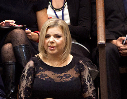 שקופה יחסית, צמודה יחסית. השמלה שבמחלוקת (צילום: AFP)