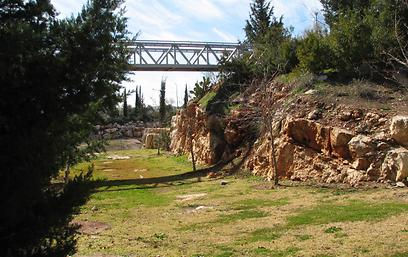 הגשר התלוי בכרמיאל (צילום: באדיבות הקרן לשיקום מחצבות)