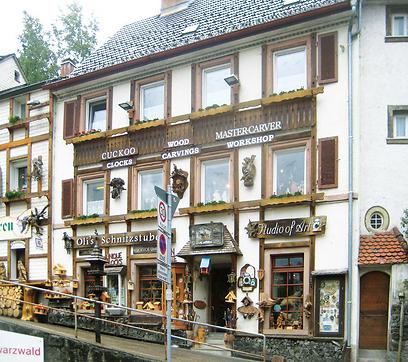 """חנויות למזכרת בטריברג, בעיקר שעוני קוקיה (צילום: ד""""ר מוטי רוזן, טבע הדברים)"""