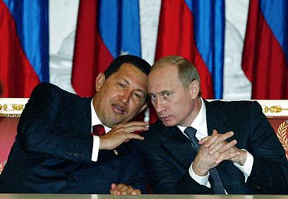צ'אבס עם פוטין ב-2004. ונצואלה תנהג כמו אחרי התפרקות ברה