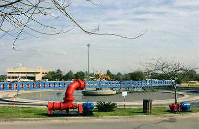 """מפעל טיהור שפכים בראשל""""צ (צילום: עמוס בן גרשום, לע""""מ)"""