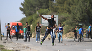 Palestinian stone throwers Photo: Gil Yohanan
