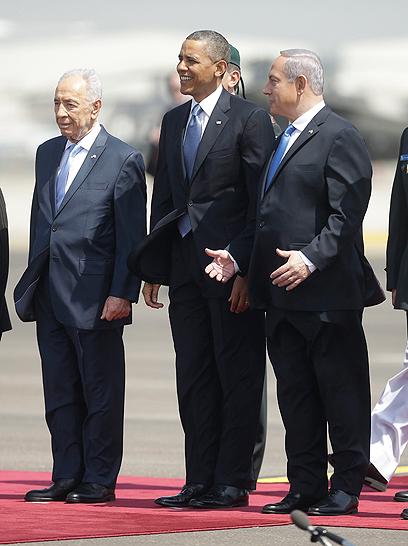 על קרקע ישראלית. נתניהו, אובמה ופרס (צילום: AP)