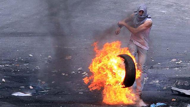 הפגנות בחברון. לצעירים הפלסטינים אין עתיד, רק עבר (צילום: גיל יוחנן)