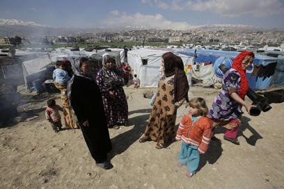 """נשים מסוריה במחנה פליטים בלבנון. """"אונס ככלי נשק"""" (צילום: AFP)"""